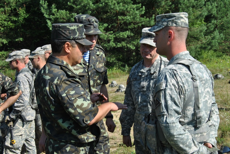 Ukraine-troops-with-American-military[1]