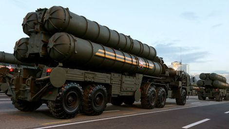 Russian S-400 air defence mobile missile launching systems (Reuters / Vasily Fedosenko)